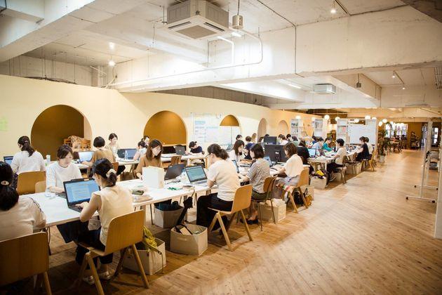 産後離職の女性は46.9%…。子どもがいても、キャリアを積みたい そんな望みに応える職場が長野県上田市にあった。