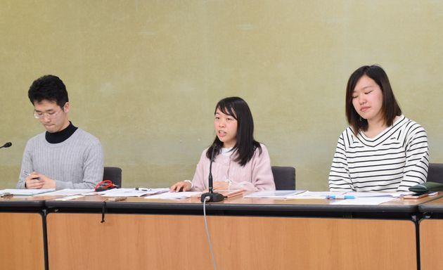 全日本医学生自治会連合に所属する医学部生たちがアンケートの中間報告をした