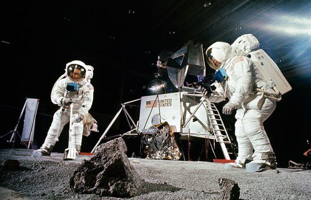Η NASA σχεδιάζει να επιστρέψει στη Σελήνη το 2020 με επανδρωμένη