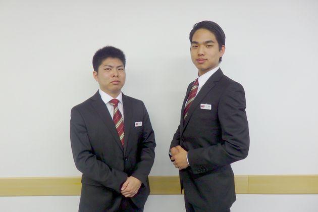 はとバスの男性バスガイド候補生として採用が決まっている松尾龍治さん(写真左)と三國蘭さん(写真右)