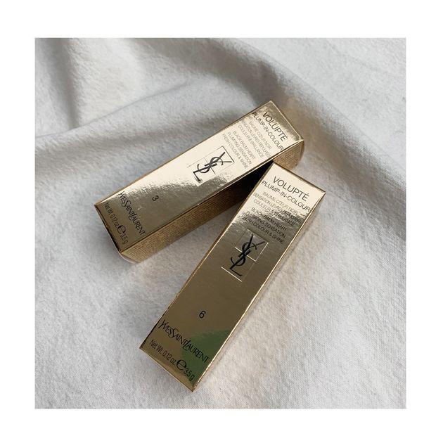입생로랑 신상품인 '볼륍떼 플럼프- 인 컬러' 중 03호 '인세인 핑크'와 06호 '루나틱