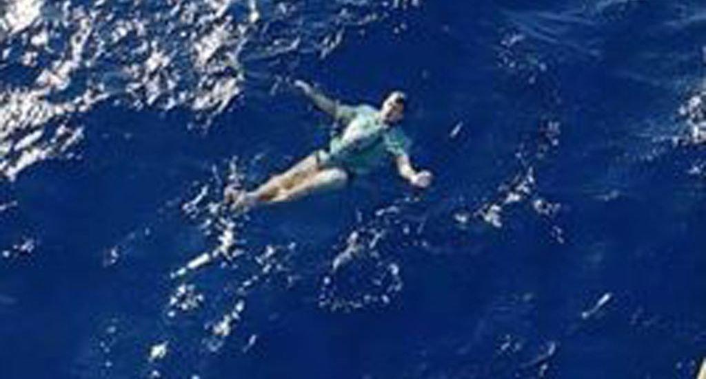 Ο ναυαγός που σώθηκε χάρη στο τζιν παντελόνι