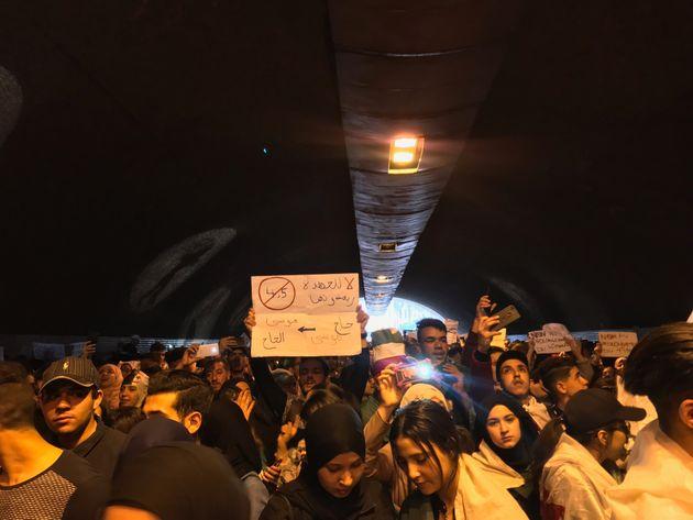 Des milliers d'étudiants marchent à Alger centre contre