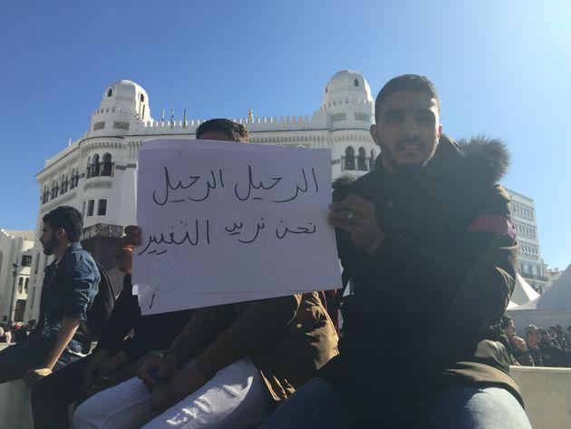 En slogans , les étudiants répondent aux décisions