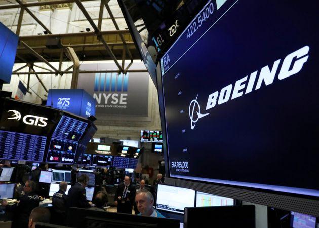 Κατρακυλάει η μετοχή της Boeing - Ποιες χώρες «μπλοκάρουν» τις πτήσεις