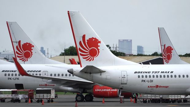 A Lion Air Boeing Co. 737 Max 8 aircraft, right, stands on the tarmac at Soekarno-Hatta International Airport in Cenkareng, Indonesia, on Tuesday, March 12, 2019. Indonesias Lion Air, one of the biggest customers of Boeings 737 Max plane, is suspending delivery of four of the jets it had on order for this year after the second fatal accident involving the model in five months. Photographer: Dimas Ardian/Bloomberg via Getty Images