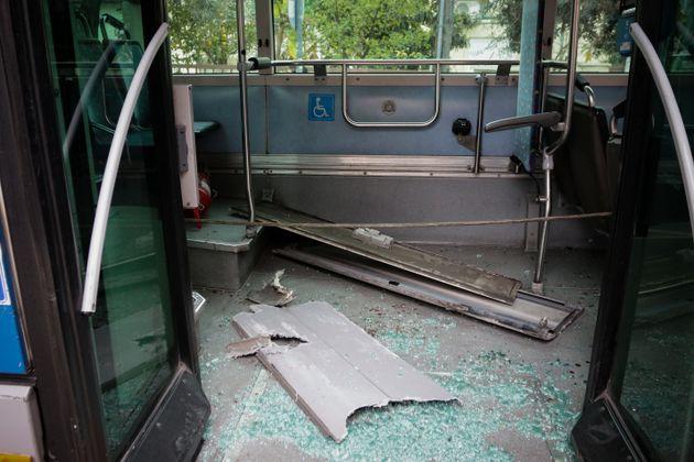 Συγκρούστηκαν λεωφορεία στο Αιγάλεω: Πανικός και 11