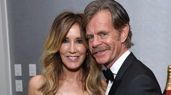 BEVERLY HILLS, CA - JANUARY 06: (L) Felicity Huffman and William H. Macy attend Moet & Chandon at The 76th Annual Golden Globe Awards at The Beverly Hilton Hotel on January 6, 2019 in Beverly Hills, California.  (Photo by Michael Kovac/Getty Images for Moet & Chandon)