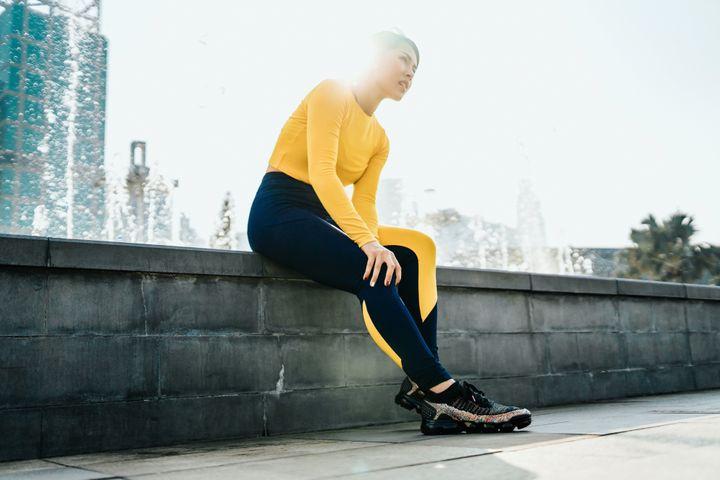 Il dolore radiante che può iniziare ovunque dal calcio alla gamba, insieme a intorpidimento, formicolio o debolezza alle gambe, è un segno che un nervo o una collezione di nervi viene pizzicato.