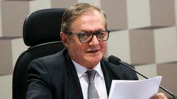 No meio de briga de militares com olavetes, Vélez fica no governo, diz