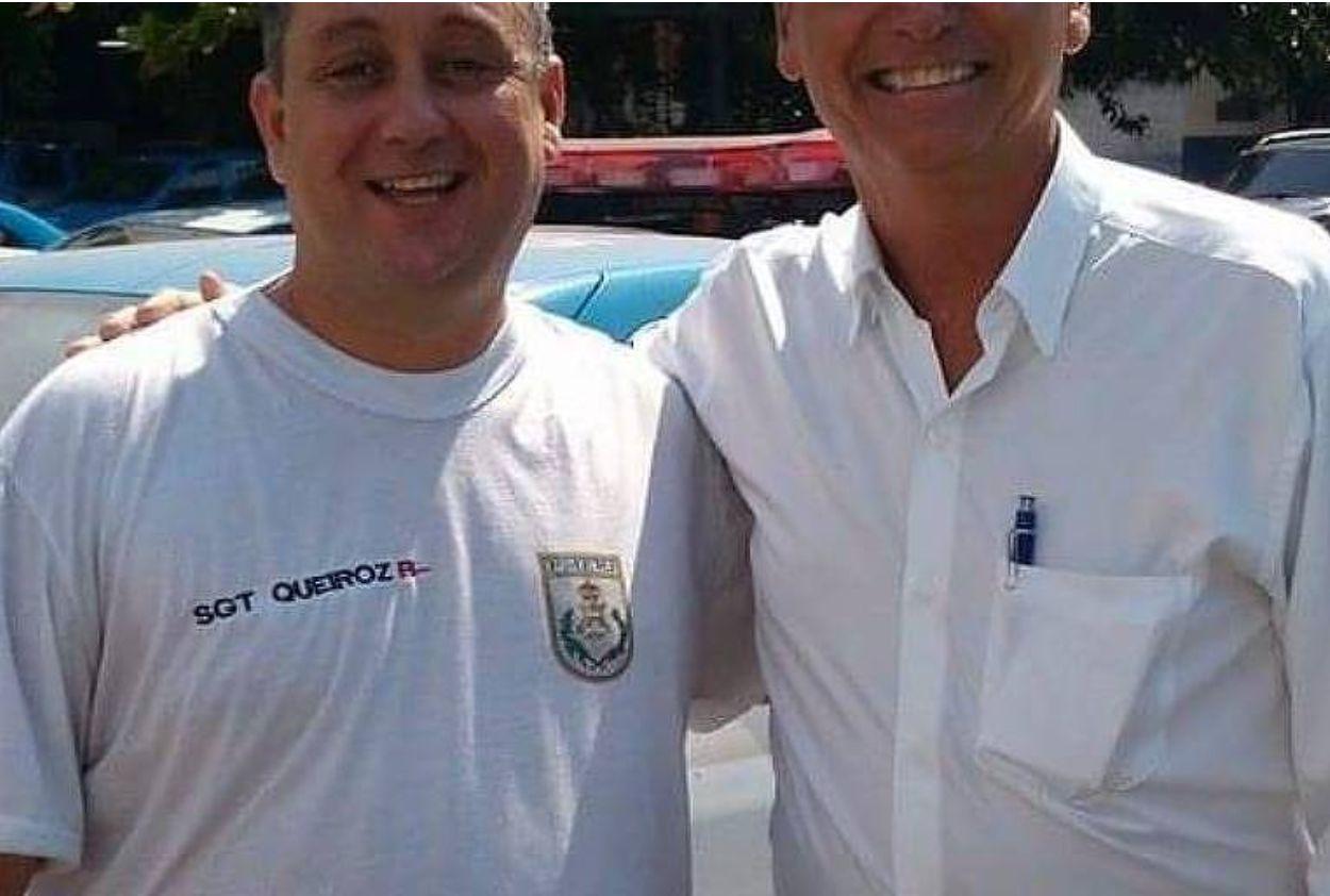 'Tenho fotos com milhares de policiais', diz Bolsonaro sobre imagem com ex-PM preso no caso