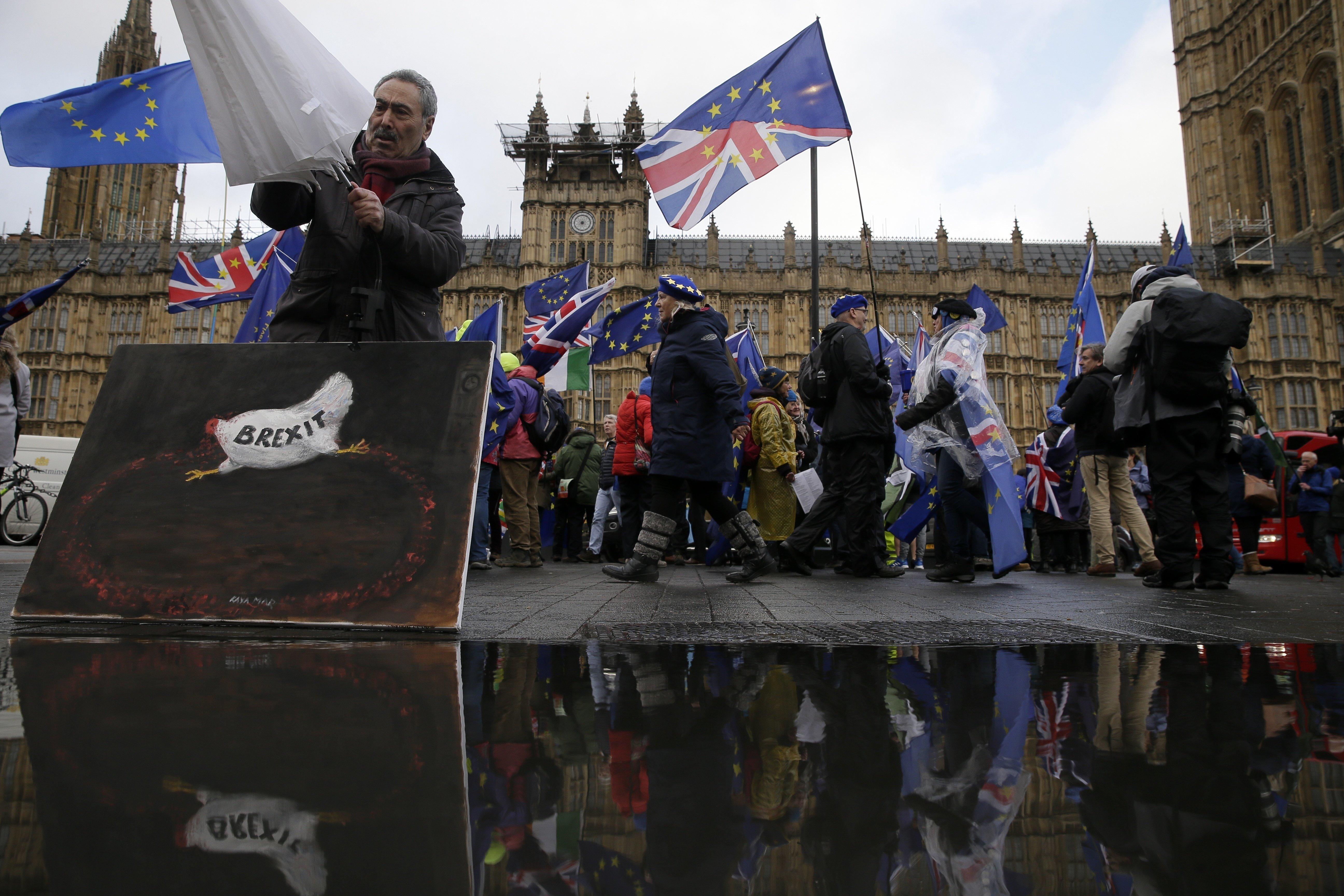 Brexit: Ακυβέρνητο καράβι η Βρετανία - Σε δεινή θέση η Τερέζα