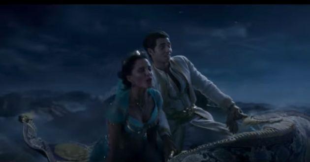 メナ・マスードさん演じる主人公アラジンとナオミ・スコットさん演じる王女・ジャスミン。