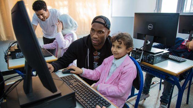 Didier Drogba promeut le numérique dans une école à