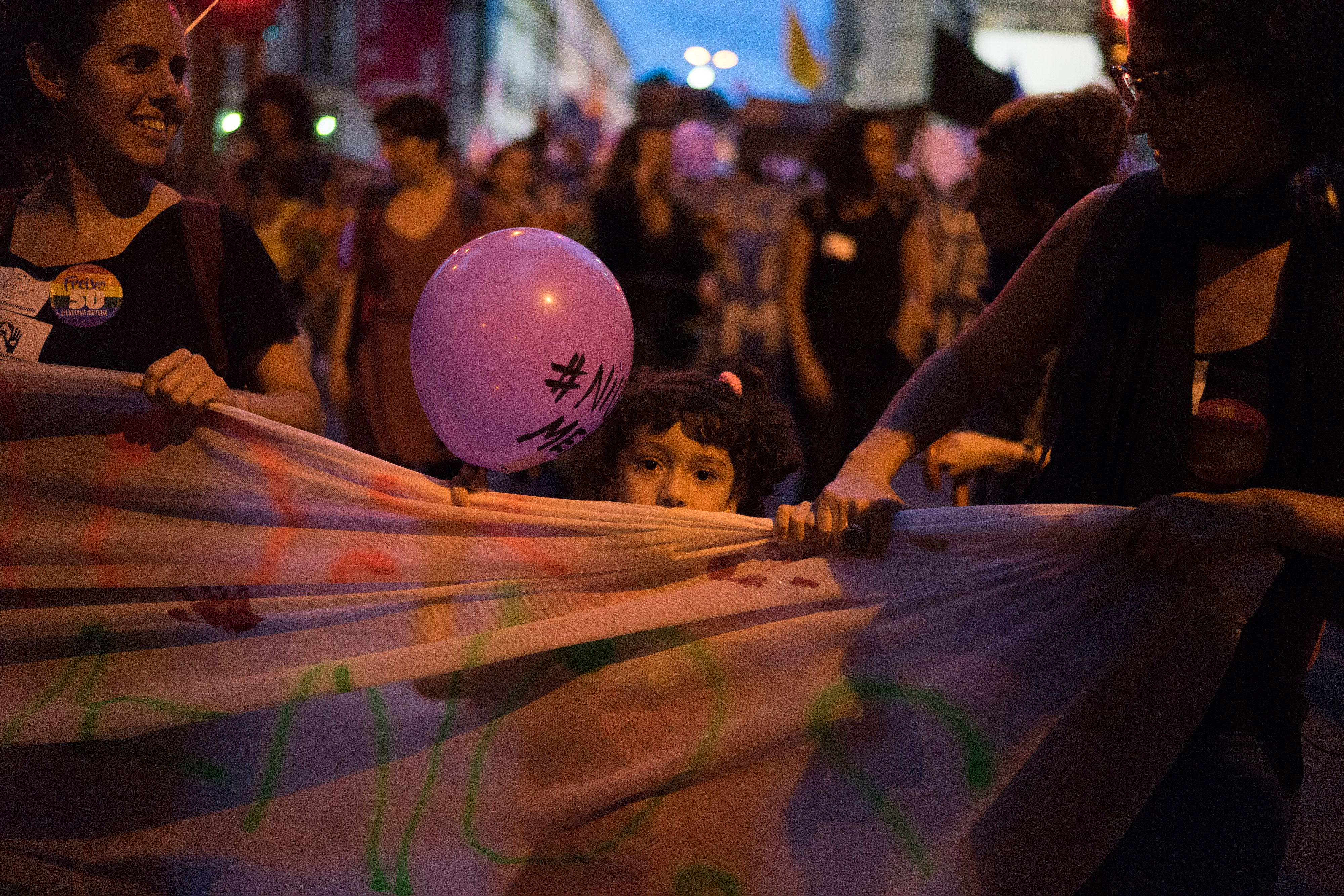 Meninas vítimas de estupro poderão ser examinadas por legistas homens, decide