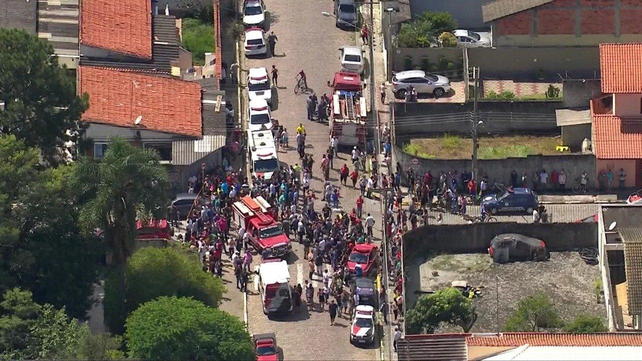 Atiradores invadem escola e deixam 10 mortos e 10 feridos em