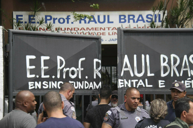 Oposição de Bolsonaro critica acesso a armas após massacre na escola em