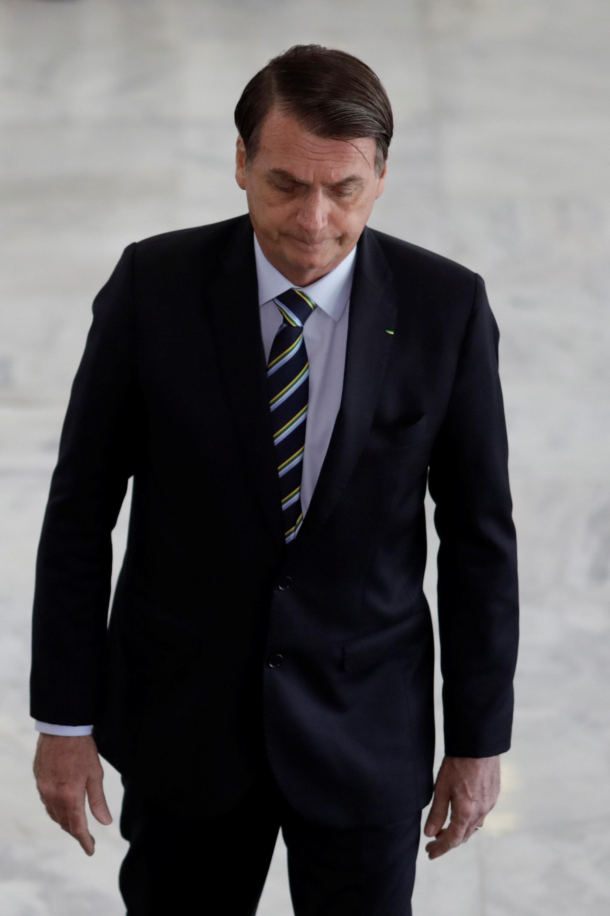 OPINIÃO | Bolsonaro presta condolências às famílias de Suzano... 6 horas após
