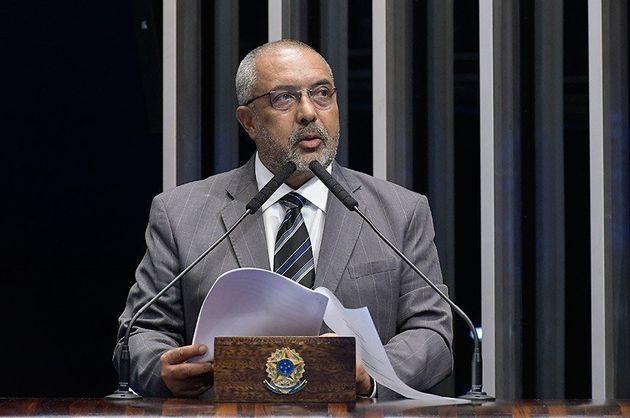 O parlamentar Fernando Bezerra (MDB-PE) destaca que a diferença salarial média entre homens...