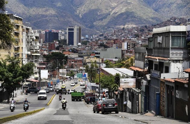 Le Venezuela sort de l'ombre, pas encore de la
