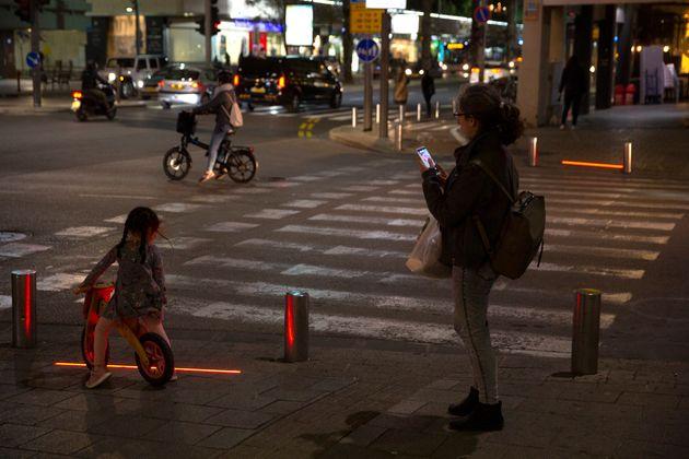Γιατί το Τελ Αβίβ βάζει φώτα για ζόμπι στους