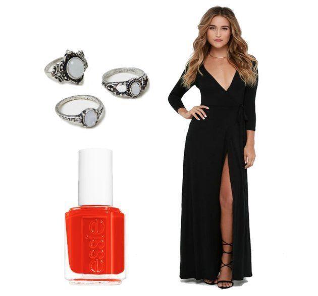 Varios anillos plateados con piedras, pintauñas rojo y vestido negro largo con