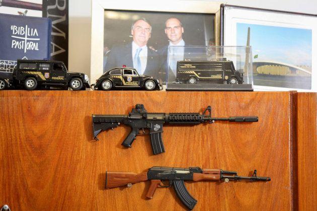 Armas en el despacho de Jair Bolsonaro en el