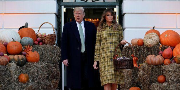 El presidente estadounidense Donald Trump y la primera dama Melania Trump en la fiesta de Halloween en...