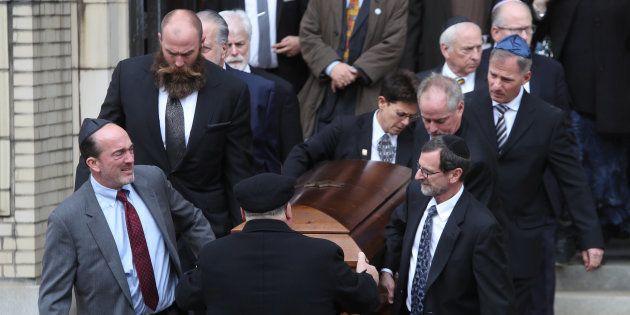 Funeral por una de las víctimas de la masacre de