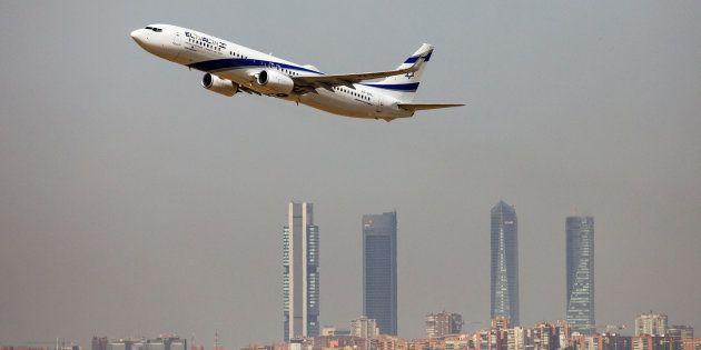 Un avión de pasajeros despega con Madrid al