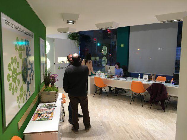 Medcan, en Barcelona, es el primer local a pie de calle en España que informa sobre terapias con