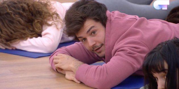 Un momento de la clase de yoga en 'Operación