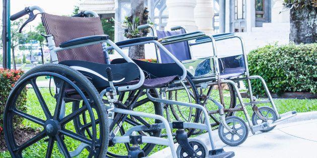 Tres parapléjicos vuelven a caminar gracias a un implante