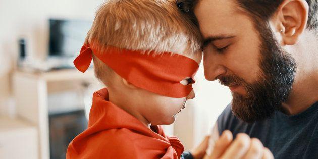 La genial respuesta de un padre a quien criticó a su hija por su disfraz 'de