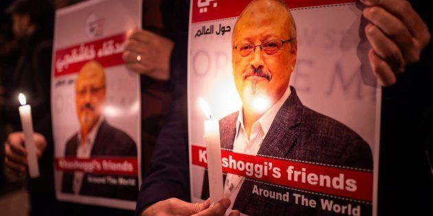 Pancartas de apoyo a la familia de Khashoggi tras su