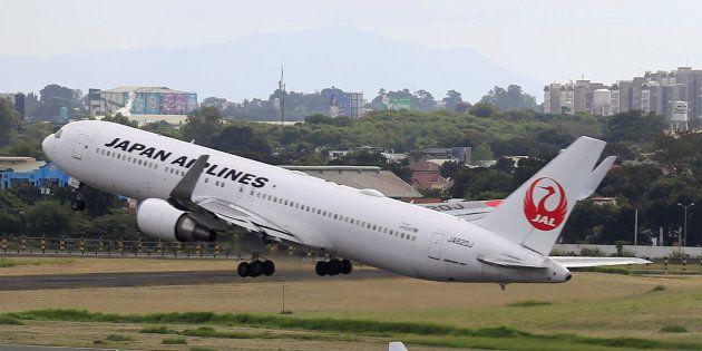 Un vuelo sale con una hora de retraso porque el piloto multiplicaba por diez la tasa de