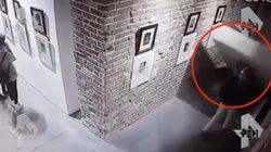 Dañan un Dalí en un museo de Rusia al intentar hacerse un