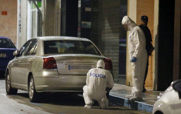 La Policía, trabajando en el lugar del asesinato del