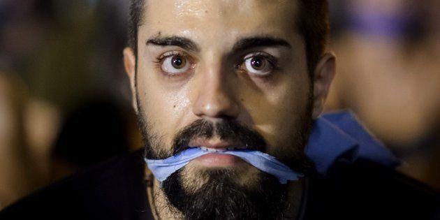 Un manifestante en la protesta 'Rodea el Congreso' contra la Ley Mordaza, celebrada en Madrid en diciembre...