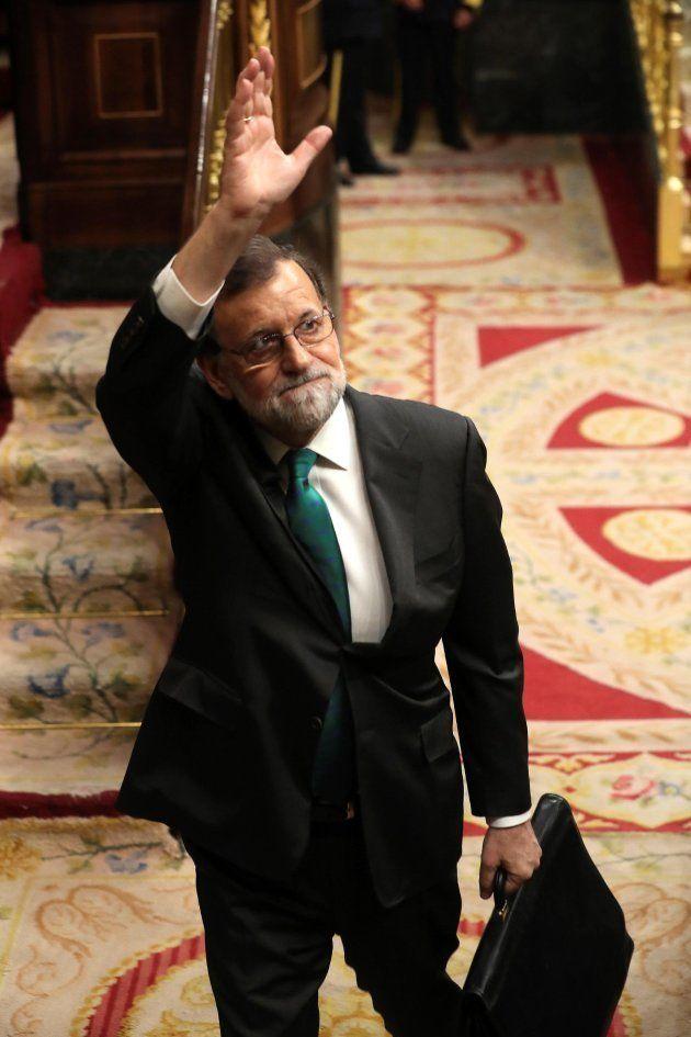 Y Sánchez le robó a Rajoy el título de superviviente y (casi)