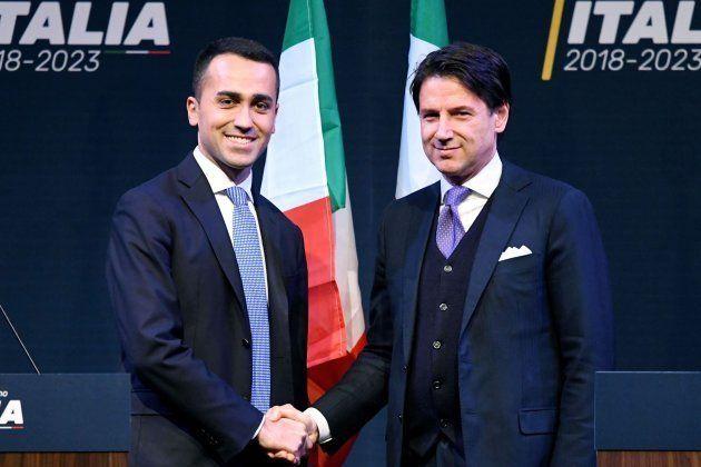 Di Maio (izquierda) y Conte, al anunciar el primer Gobierno rechazado por