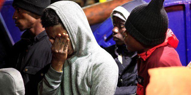 Varios inmigrantes de origen marroquí y subsahariano, a su llegada al puerto de Algeciras tras ser rescatados...