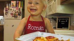 La adorable cocinera 'youtuber' de dos