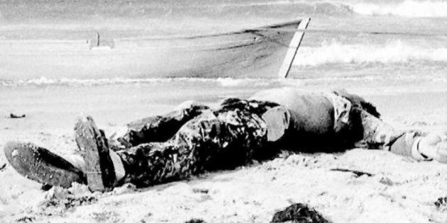 Cadáver aparecido el 1 de noviembre de 1988 en la playa de Los Lances, en Tarifa, fotografiado por Ildefonso