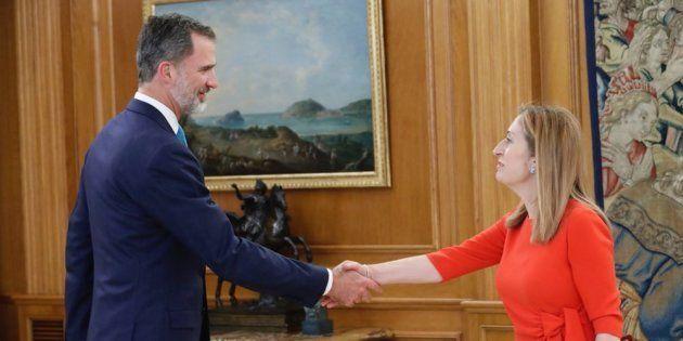 Felipe VI firma el decreto con el nombramiento de Pedro Sánchez como presidente del