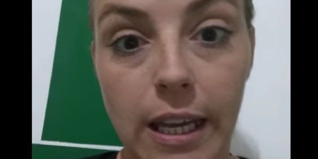 Imagen de la madre investigada, en uno de los vídeos de Youtube en los que narraba los tratamientos de...
