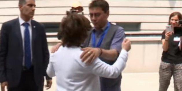 Monedero se disculpa por este gesto con Soraya Sáenz de
