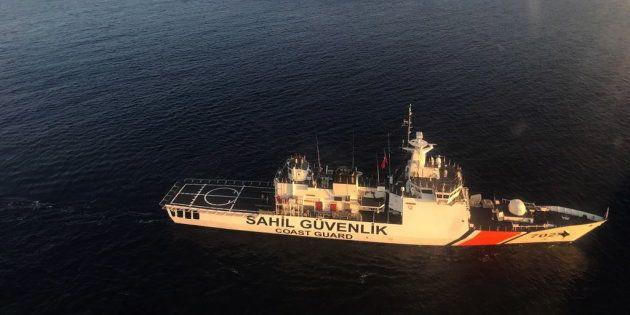 Los equipos de búsqueda de la guarda turca buscan