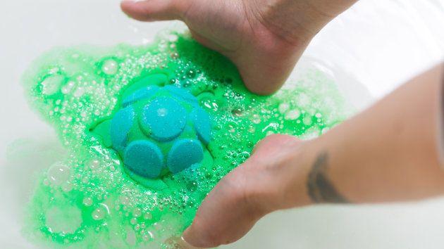Bomba de baño en forma de tortuga, lanzada por el día mundial de las tortugas