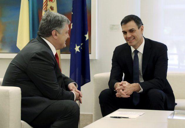 Sánchez y Poroshenko en La